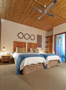 Twin Room Decor | Storms River Tsitsikamma Accommodation